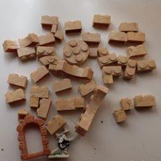 Juguetes antiguos Exin: EXIN CASTILLOS. LOTE DE 43 PIEZAS Y UNA FIGURA.. Lote 239398600