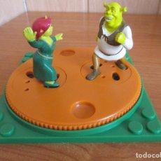 Juguetes antiguos Exin: EXIN CASTILLOS PDJ: LOTE ACCESORIO CON SHREK Y FIONA. Lote 245251310