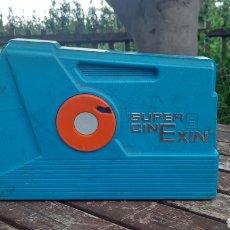 Brinquedos antigos Exin: SUPER CINEXIN 2 SERIE COLOR AZUL PARA PIEZAS CON UNA PELÍCULA. Lote 263191680