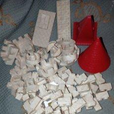 Juguetes antiguos Exin: PIEZAS DE EXIN CASTILLO 93 PIEZAS PEQUEÑAS Y 14 GRANDES PIEZAS ANTIGUAS. Lote 278470373
