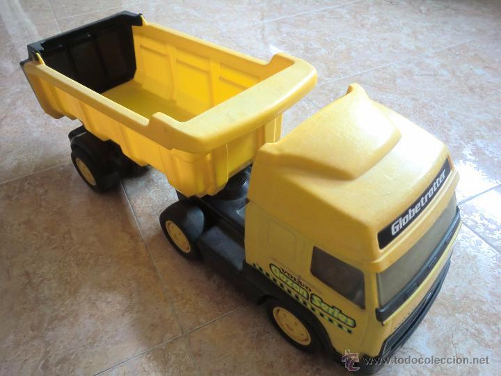 Juguetes antiguos Gozán: Camión con remolque VOLVO GOZAN SERIES. De hierro y plástico. Fabricado en España. Gran tamaño - Foto 2 - 53631912