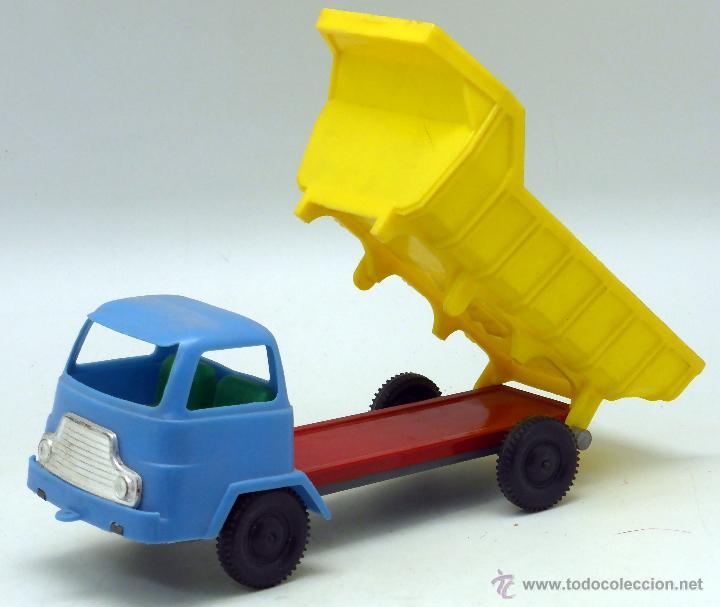 Juguetes antiguos Gozán: Camión volquete Gozán chasis lata y resto plástico años 60 - Foto 2 - 55052500