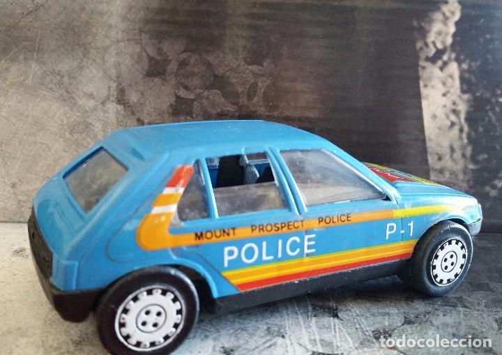 Juguetes antiguos Gozán: COCHE DE PLASTICO PEUGEOT 205 DE ARRASTRE GOZAN MADE IN SPAIN AÑOS 80 DECORACION POLICIA UNICO - Foto 2 - 104063503
