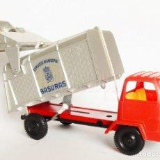 Brinquedos antigos Gozán: CAMIÓN DE PLÁSTICO SERVICIO MUNICIPAL DE BASURAS. CAMIÓN DE LA BASURA. GOZÁN. Lote 162374290