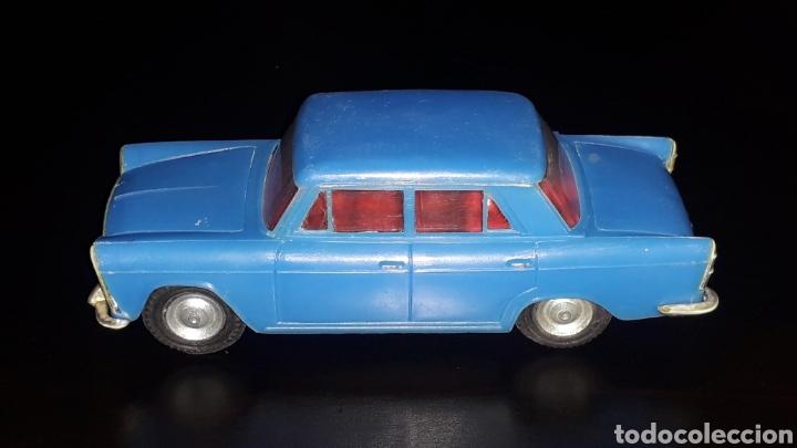 Juguetes antiguos Gozán: Seat 1500, fabricado en plástico con chasis metálico, esc. 1/32, Gozán Ibi Spain, original años 60. - Foto 2 - 168975380
