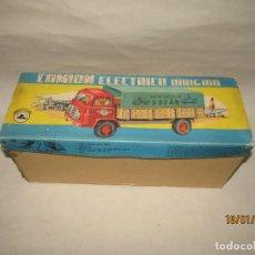 Brinquedos antigos Gozán: ANTIGUO CAMIÓN ELÉCTRICO DIRIGIDO POR CABLE Y DIRECCIÓN POR AIRE A PRESIÓN DE JUGUETES GOZÁN DE IBI. Lote 191534238