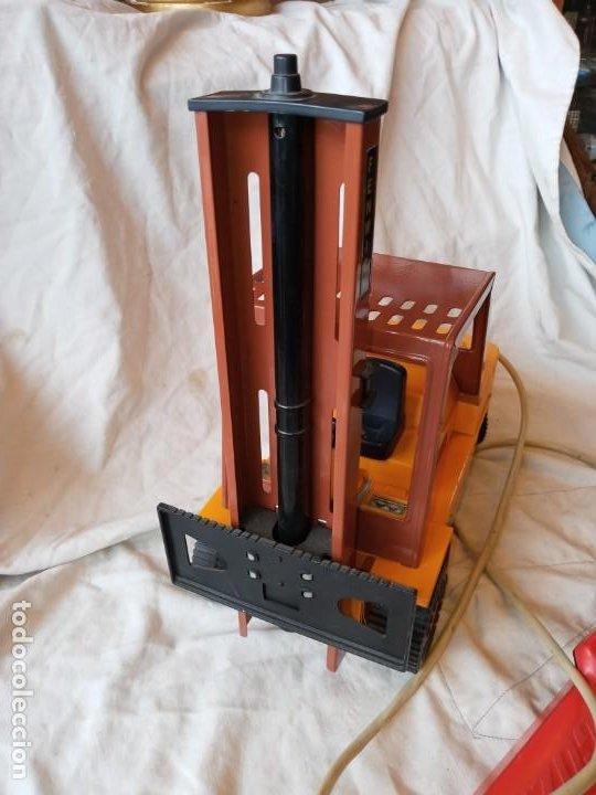 Juguetes antiguos Gozán: Carretilla elevadora Fenwick de Gozan años 70 - Foto 2 - 193910483