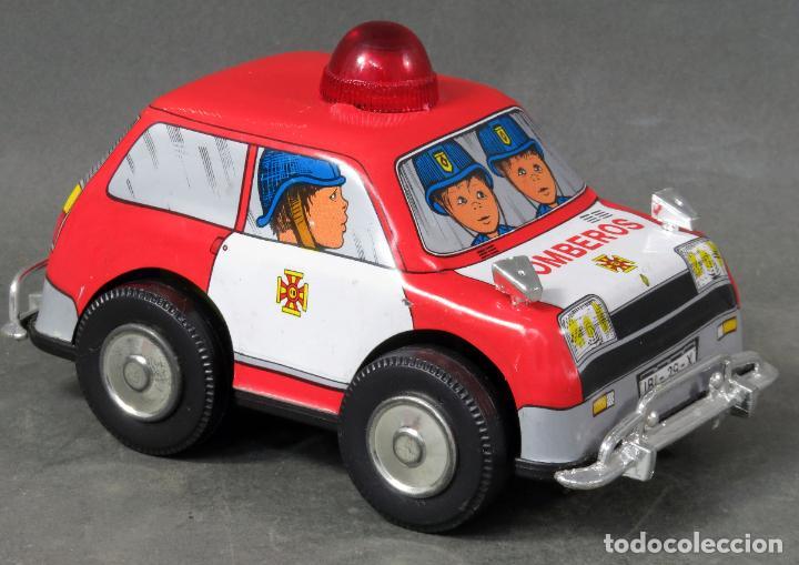 Juguetes antiguos Gozán: Renault 5 bomberos Gozán a cuerda lata y plástico años 80 Funciona - Foto 2 - 197546343