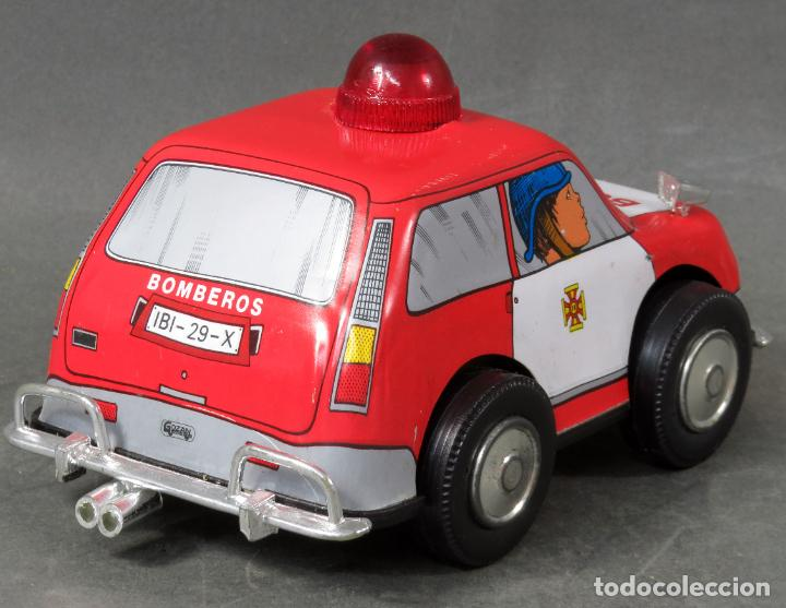 Juguetes antiguos Gozán: Renault 5 bomberos Gozán a cuerda lata y plástico años 80 Funciona - Foto 3 - 197546343