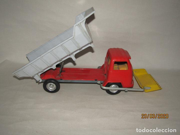 Juguetes antiguos Gozán: Antiguo Camión Tipo Barreiros Tamaño Grande con Pala Cargadora y Volquete de Juguetes GOZAN de Ibi - Foto 2 - 197772936