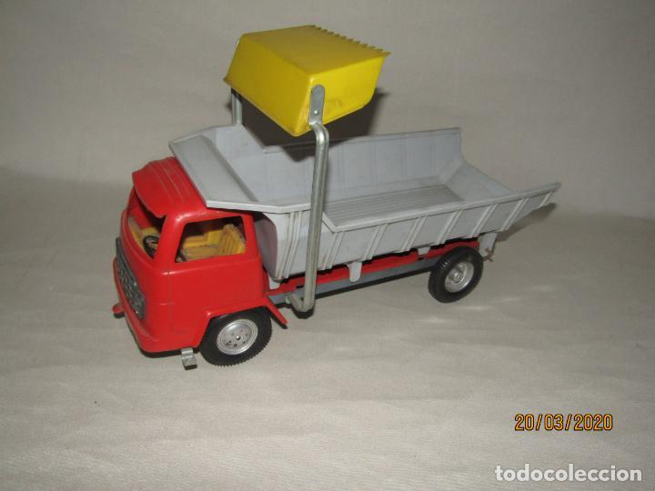 Juguetes antiguos Gozán: Antiguo Camión Tipo Barreiros Tamaño Grande con Pala Cargadora y Volquete de Juguetes GOZAN de Ibi - Foto 3 - 197772936