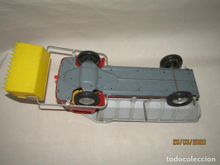 Juguetes antiguos Gozán: Antiguo Camión Tipo Barreiros Tamaño Grande con Pala Cargadora y Volquete de Juguetes GOZAN de Ibi - Foto 4 - 197772936