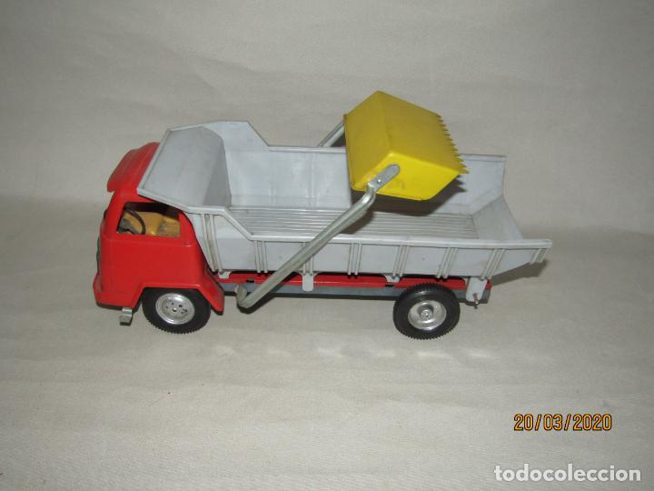 Juguetes antiguos Gozán: Antiguo Camión Tipo Barreiros Tamaño Grande con Pala Cargadora y Volquete de Juguetes GOZAN de Ibi - Foto 5 - 197772936