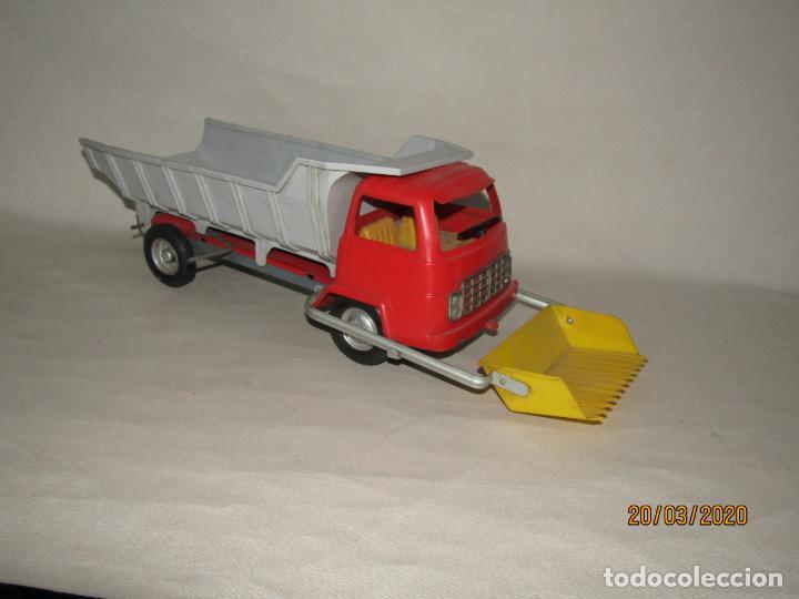 Juguetes antiguos Gozán: Antiguo Camión Tipo Barreiros Tamaño Grande con Pala Cargadora y Volquete de Juguetes GOZAN de Ibi - Foto 6 - 197772936