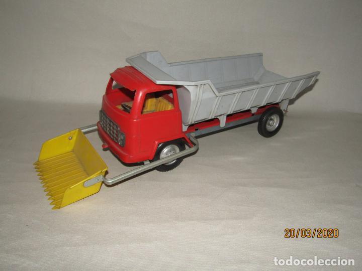 Juguetes antiguos Gozán: Antiguo Camión Tipo Barreiros Tamaño Grande con Pala Cargadora y Volquete de Juguetes GOZAN de Ibi - Foto 10 - 197772936