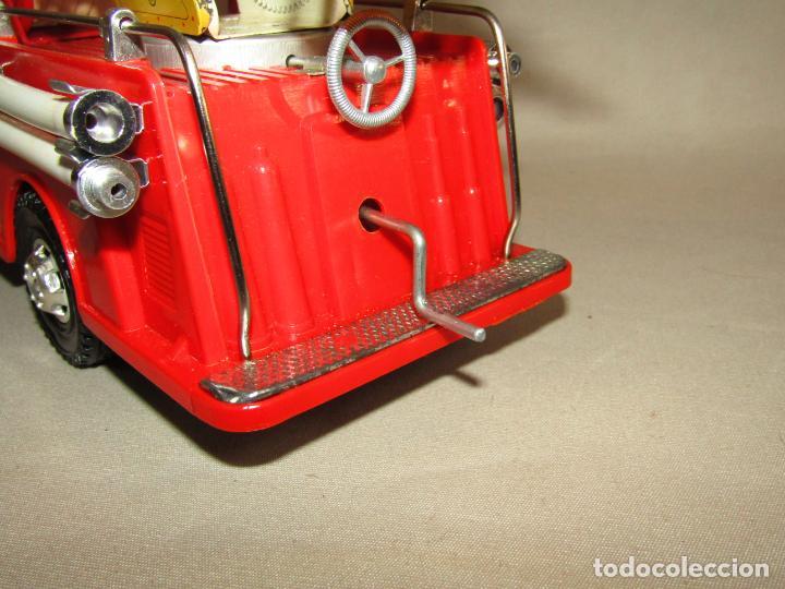 Juguetes antiguos Gozán: Antiguo Camión de Bomberos con Sirena y Pluma Dirigible de GOZAN Ibi - Foto 3 - 244213955