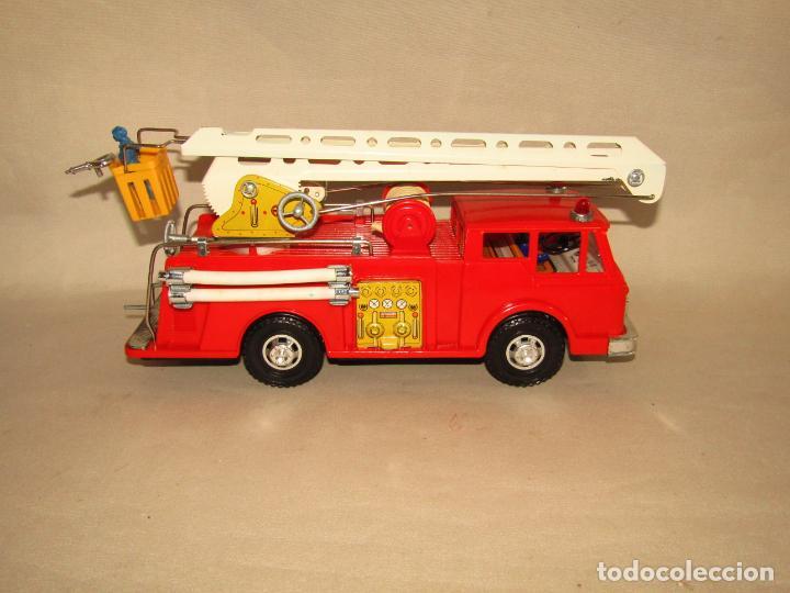 Juguetes antiguos Gozán: Antiguo Camión de Bomberos con Sirena y Pluma Dirigible de GOZAN Ibi - Foto 4 - 244213955