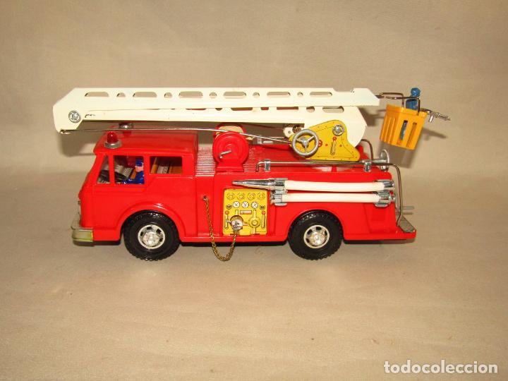 Juguetes antiguos Gozán: Antiguo Camión de Bomberos con Sirena y Pluma Dirigible de GOZAN Ibi - Foto 11 - 244213955