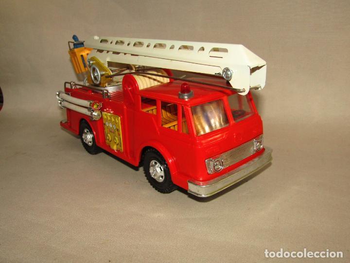 Juguetes antiguos Gozán: Antiguo Camión de Bomberos con Sirena y Pluma Dirigible de GOZAN Ibi - Foto 16 - 244213955