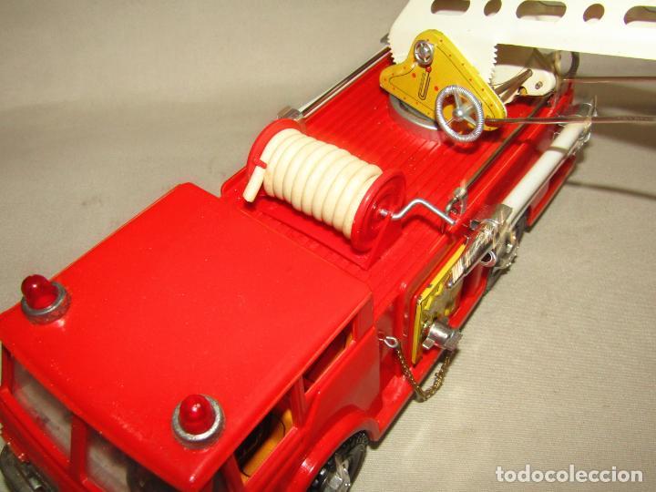 Juguetes antiguos Gozán: Antiguo Camión de Bomberos con Sirena y Pluma Dirigible de GOZAN Ibi - Foto 17 - 244213955
