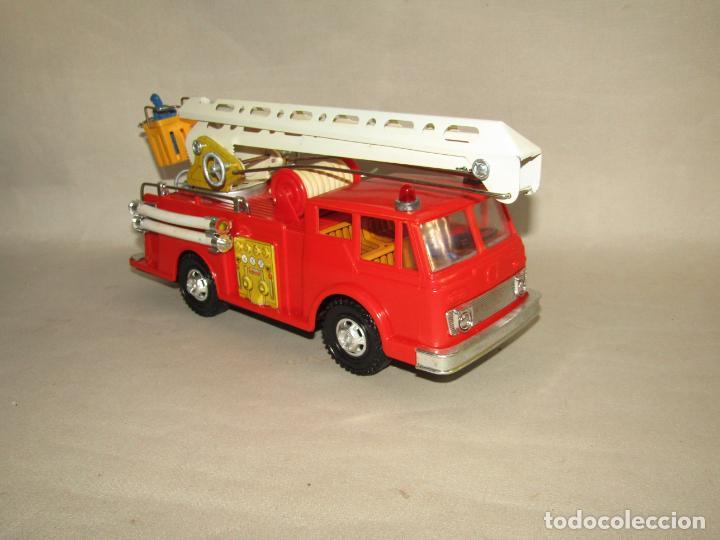 Juguetes antiguos Gozán: Antiguo Camión de Bomberos con Sirena y Pluma Dirigible de GOZAN Ibi - Foto 20 - 244213955