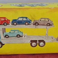 Brinquedos antigos Gozán: CAJA DEL CAMION PORTACOCHES SEAT 850. GOZAN. REF. 3.015. CARTONÉ. CIRCA 1960.. Lote 286255798