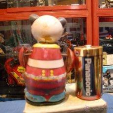 Juguetes antiguos de hojalata: PANDA RUNNEY CON CAJA. Lote 40309381