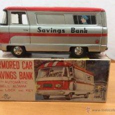 Juguetes antiguos de hojalata: FURGON HUCHA ARMODED CAR SAVINGS BANK HAYASHI JAPAN AÑOS 60. Lote 50984876
