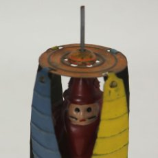 Juguetes antiguos de hojalata: CARRUSEL DE COLORES EN HOJALATA. MADE IN JAPAN. CIRCA 1950.. Lote 53951454