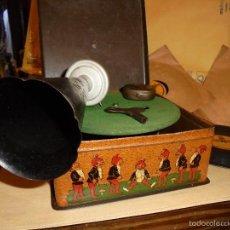 Juguetes antiguos de hojalata: ANTIGUO GRAMOFONO ALEMAN - BING - PIGMYPHONE BAVARIA . PERFECTO ESTADO FUNCIONANDO + 3 DISCOS LLAVE. Lote 58281673