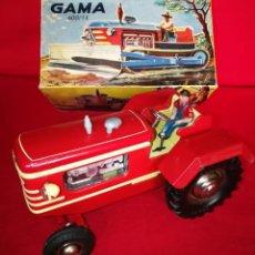 Juguetes antiguos de hojalata: TRACTOR GAMA. Lote 109467659