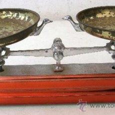 Juguetes antiguos Joal: BALANZA DE JUGUETE DE LA MARCA JOAL, ROJA CON PLATOS DE LATON (14X7CM APROX). Lote 30115588