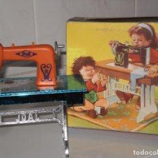 Brinquedos antigos Joal: MAQUINA DE COSER EN MINIATURA DE JOAL ( MADE IN SPAIN ) AÑOS 70 , CAJA ALGO ROTA VER .. Lote 70277149