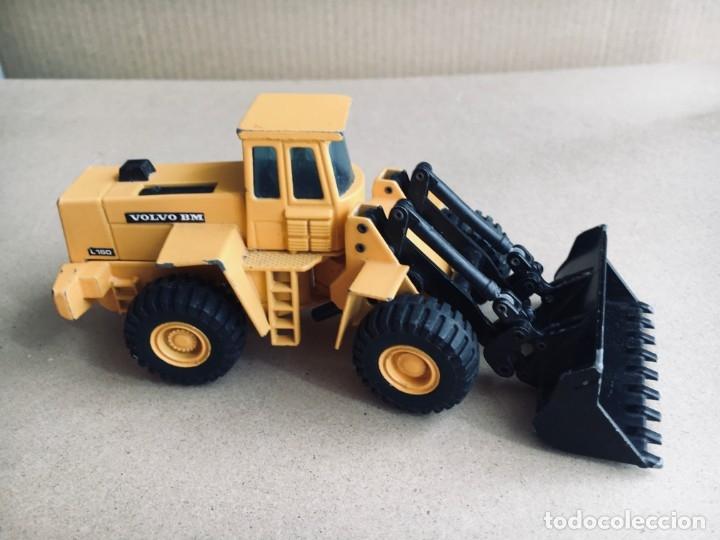 Juguetes antiguos Joal: Tractor eXCAVADORA JOAL escala 1:50 amarillo - VOLVO BM L160 - Completo sin Caja - Foto 2 - 179049055