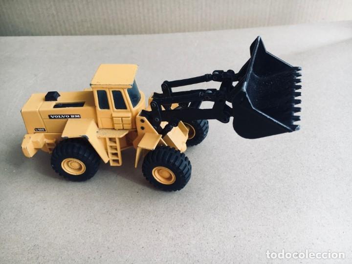 Juguetes antiguos Joal: Tractor eXCAVADORA JOAL escala 1:50 amarillo - VOLVO BM L160 - Completo sin Caja - Foto 3 - 179049055