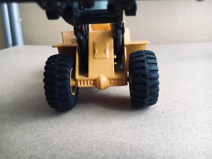 Juguetes antiguos Joal: Tractor eXCAVADORA JOAL escala 1:50 amarillo - VOLVO BM L160 - Completo sin Caja - Foto 4 - 179049055