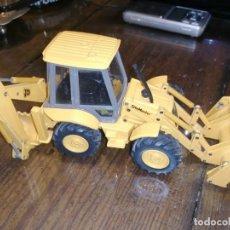 Brinquedos antigos Joal: RETROEXCAVADORA JCB 4CX / 4 CX SITEMASTER - JOAL 175 - (1:35) MIXTA. Lote 204737583