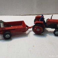 Brinquedos antigos Joal: TRACTOR EBRO CON REPARTIDOR DE ABONO DE JOAL REF.204 ESCASO. Lote 233736680