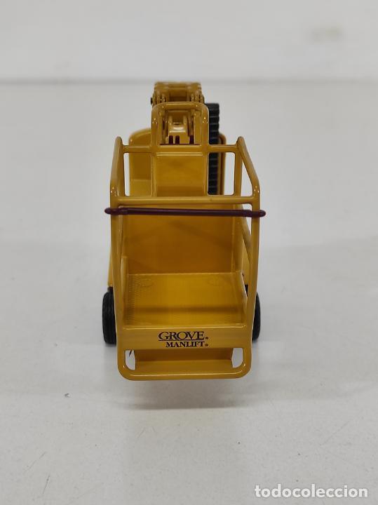 Juguetes antiguos Joal: Maquina Elevadora Grove Manlift Toucan - Marca Joal - Escala 1:25 - Foto 4 - 265964958