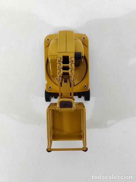 Juguetes antiguos Joal: Maquina Elevadora Grove Manlift Toucan - Marca Joal - Escala 1:25 - Foto 5 - 265964958