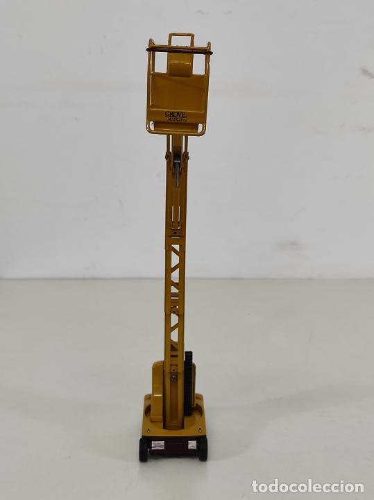 Juguetes antiguos Joal: Maquina Elevadora Grove Manlift Toucan - Marca Joal - Escala 1:25 - Foto 6 - 265964958