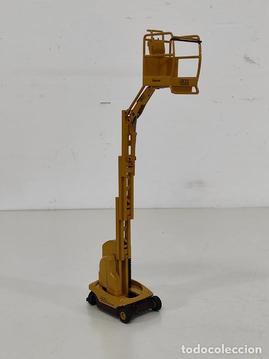 Juguetes antiguos Joal: Maquina Elevadora Grove Manlift Toucan - Marca Joal - Escala 1:25 - Foto 10 - 265964958