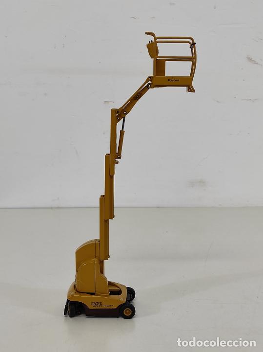 Juguetes antiguos Joal: Maquina Elevadora Grove Manlift Toucan - Marca Joal - Escala 1:25 - Foto 11 - 265964958