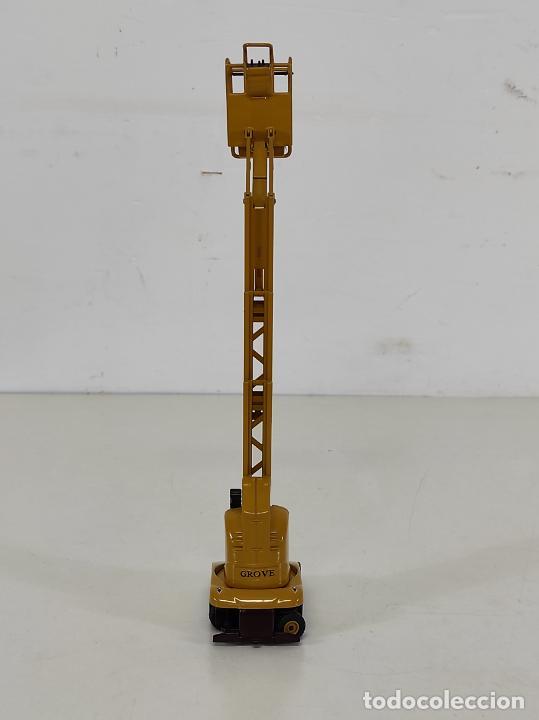 Juguetes antiguos Joal: Maquina Elevadora Grove Manlift Toucan - Marca Joal - Escala 1:25 - Foto 12 - 265964958