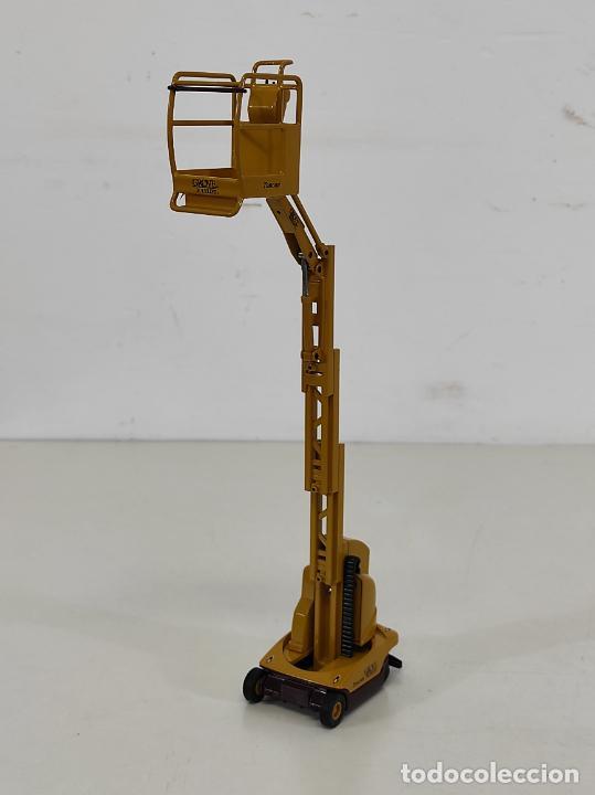 Juguetes antiguos Joal: Maquina Elevadora Grove Manlift Toucan - Marca Joal - Escala 1:25 - Foto 15 - 265964958