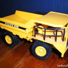 Brinquedos antigos Joal: VOLVO BM 540. CAMION METAL.. Lote 268475244