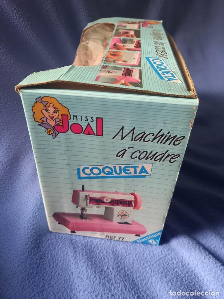 Juguetes antiguos Joal: Maquina de Coser COQUETA Miss JOAL Electrica ( a Pilas ) Color Rosa en su Caja - Foto 3 - 288976173