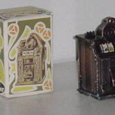 Juguetes antiguos y Juegos de colección: SACAPUNTAS MAQUINA RECREATIVA CON CAJA DE PLAYME. Lote 105938370