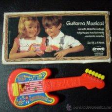 Juguetes antiguos y Juegos de colección: JUGUETE ANTIGUO. GUITARRA GEYPER CAJA ORIGINAL. AÑOS 60-70. PERFECTA. SIN USO.. Lote 25741529