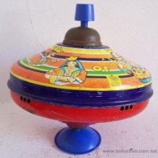 Juguetes antiguos y Juegos de colección: PEONZA INGLESA CHAD VALLEY DE HOJALATA Y PLASTICO (20X20CM APROX). Lote 22010168